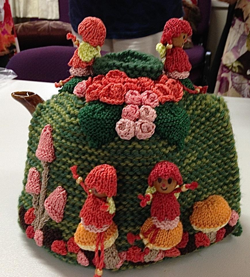 Diane's garden tea cosy