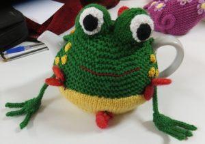 Diane's Frog tea cosy
