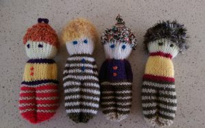 little knitted people